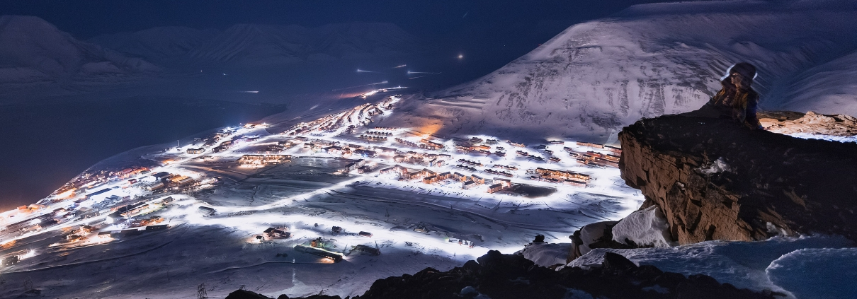 Platåfjellet: Hike to the view point with panorama of Longyearbyen
