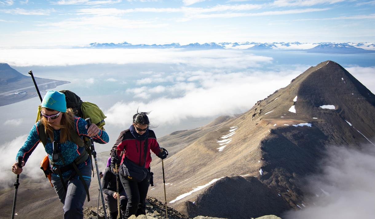 Arctic Challenge: Hiortfjellet – hike and kayak - Svalbard Wildlife Expeditions